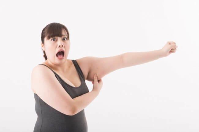 二の腕が太くなる原因